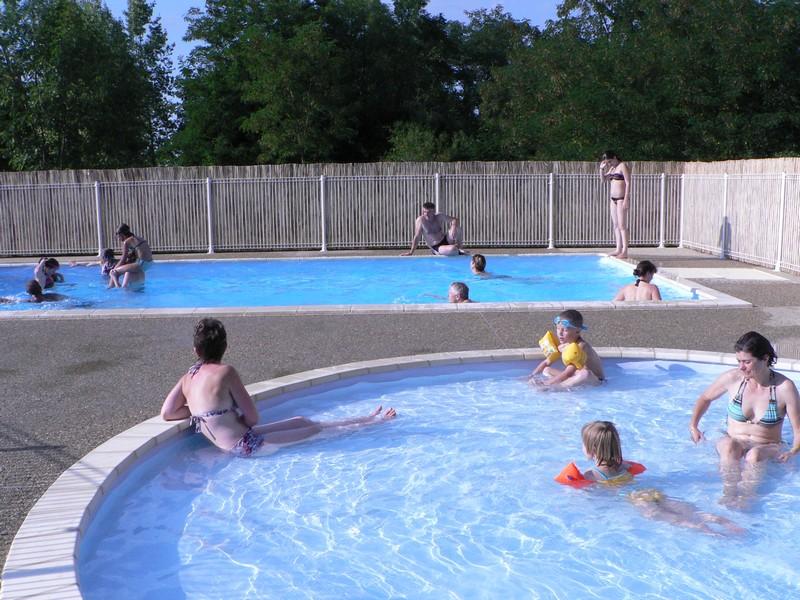 Camping avec piscine en auvergne camping auvergne le for Camping dans le cantal avec piscine